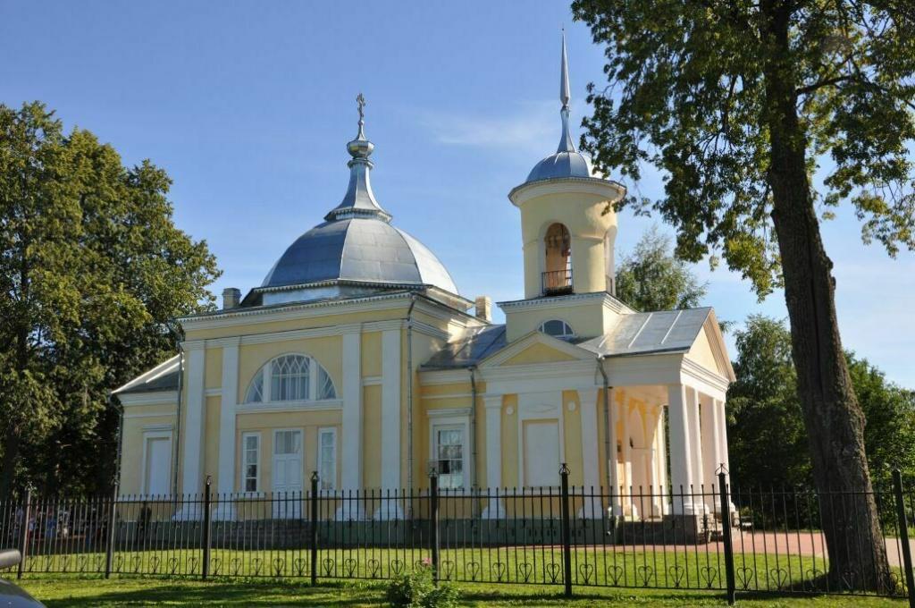 Усадьба Брянчаниновых: http://www.gradm.ru/area/attractions/manor-bryanchaninovykh/